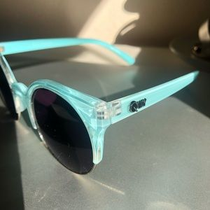 Quay Australia Accessories - QUAY sunglasses Blue/Turquoise round NEW